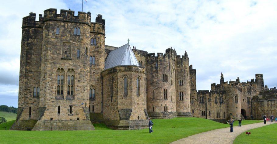 Alnwick Castle And Path Aspect Ratio X