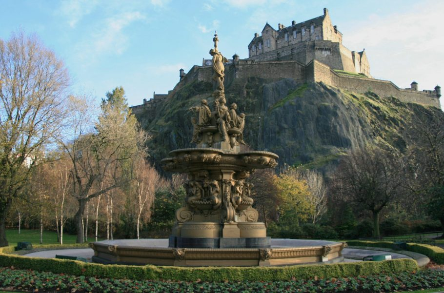 Edinburgh Castle Scaled Aspect Ratio X